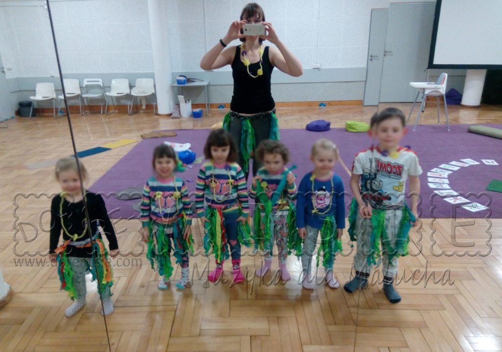 doremisie muzyka dla przedszkolaka dzieci tańczą taniec hawajski hula